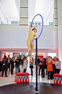 showcase-ring-acrobat